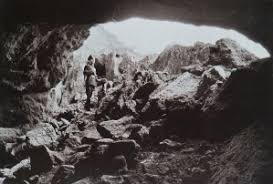 I cadaveri  appena ritrovati nelle cave