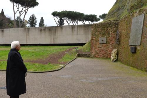 Il presidente Mattarella rende omaggio alle vittime della strage
